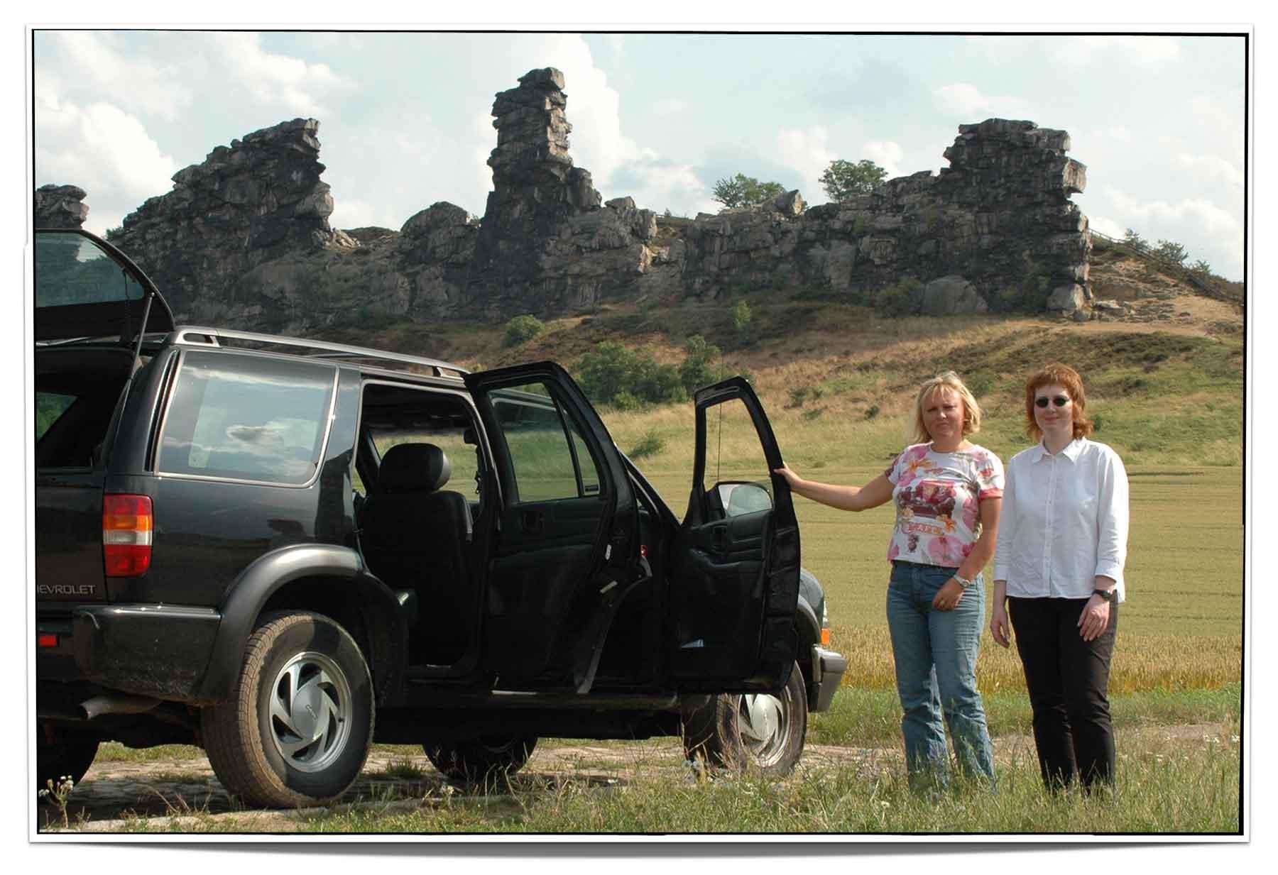 Kirsten Broska-Rogge und Antje Winzer an der Teufelsmauer
